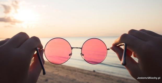 Świat widziany przez różowe okulary
